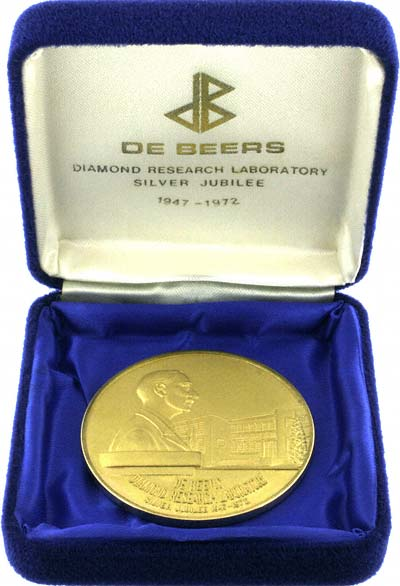 De Beers Diamond Research Laboratory 1947 - 1972 Silver Jubilee Gold Medallion in Box